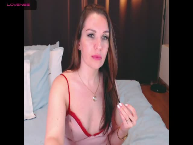 Voir le liveshow de  UrLisa de Cams - 22 ans - I am young and sexy ,want to know me better i will make u happy