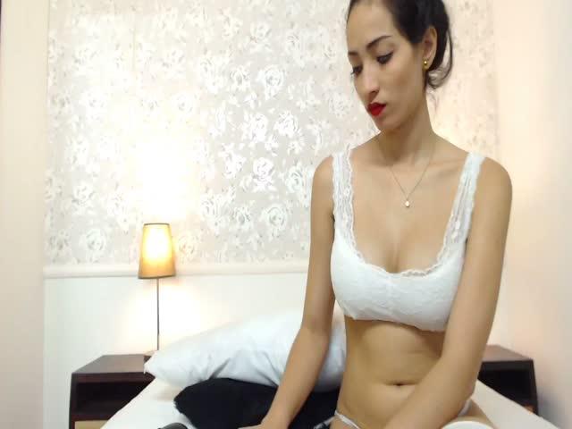Voir le liveshow de  ValentinaRivera de Cams - 21 ans -