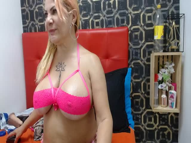 AnngelaCastillo live on Cams.com