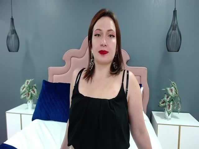 Bella_Rosee live on Cams.com
