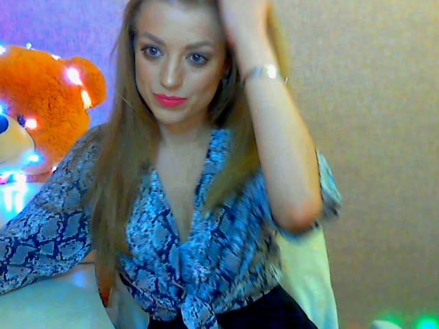 Holly_Hot_Hope live on Cams.com