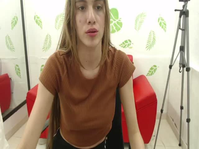 HeidiWolf live on Cams.com