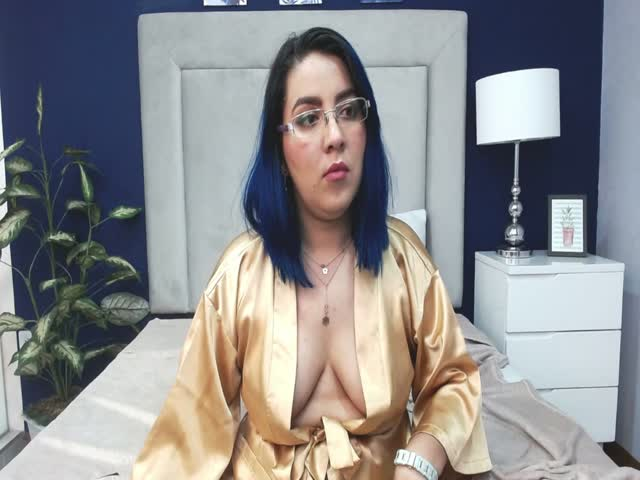 LuciSantorini live on Cams.com
