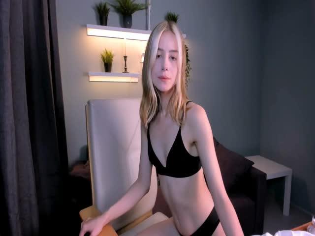 MelanieCrystal live on Cams.com