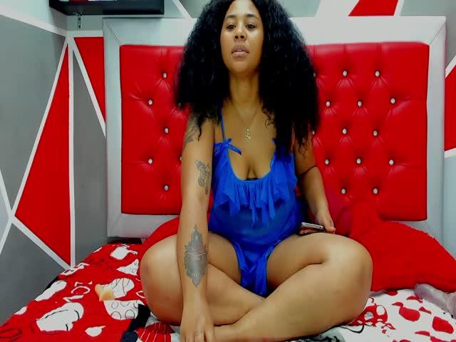 SophiaFerragamo2 live on Cams.com