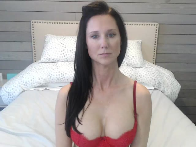 Staci live on Cams.com