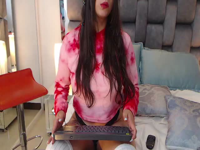 VeronicaLarson live on Cams.com